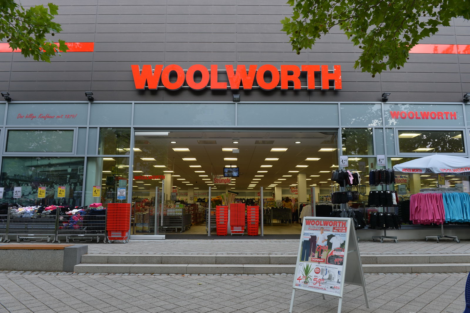 woolworth plant mehrere neue standorte. Black Bedroom Furniture Sets. Home Design Ideas