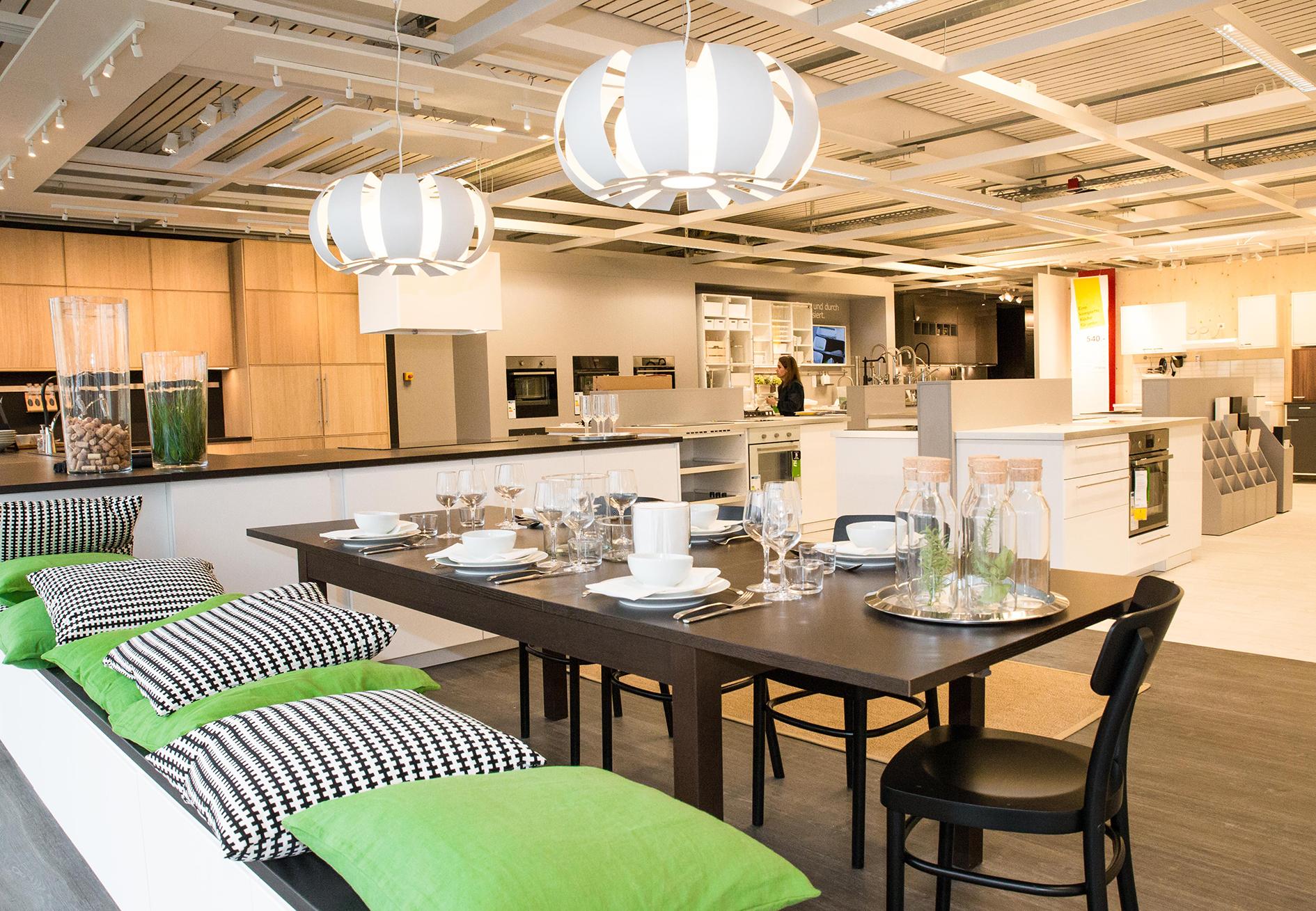 flucht in die fl che oder der krieg der m bler. Black Bedroom Furniture Sets. Home Design Ideas